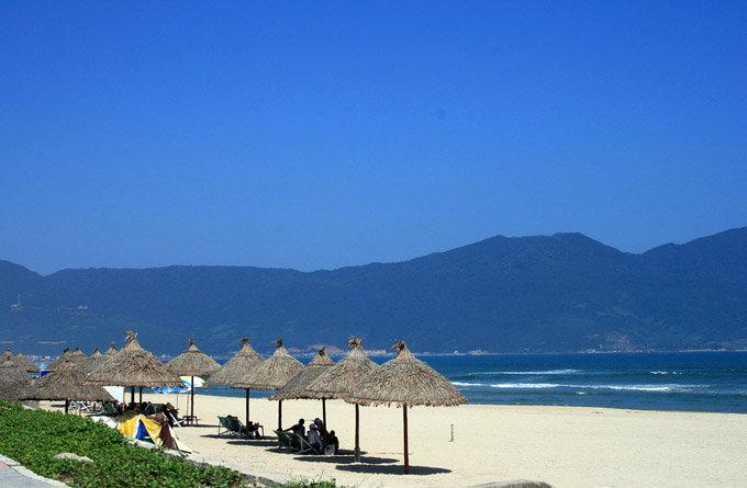 山茶半岛位于岘港市东北区,平均海拔六百九十三米.